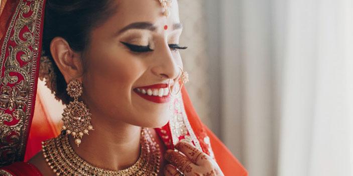 https://www.aestheticsmilesindia.com/wp-content/uploads/2021/02/bridal-makeover-services-in-mumbai.jpg